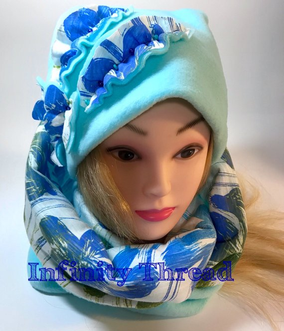 Handmade Beanie – Turquoise and multicolored knitted fabric