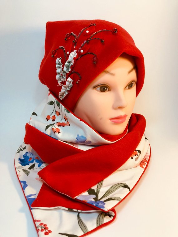 This Handmade fleece/knit fabric and two sided scarf set is a great idea for gift to someone special or for yourself!