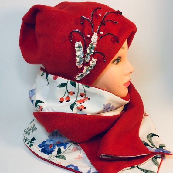 Handmade fleece beanie and two sided scarf – red & white set
