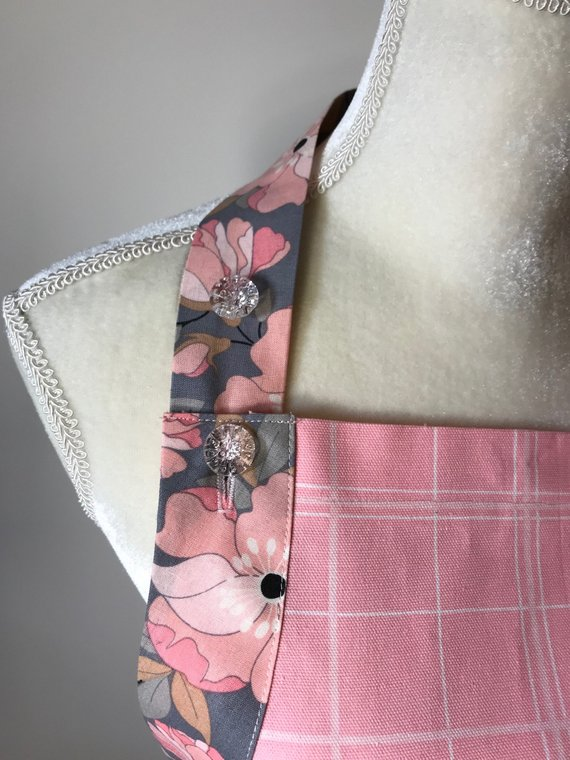 Chef style. The fabric is 100% cotton. Color Pink.